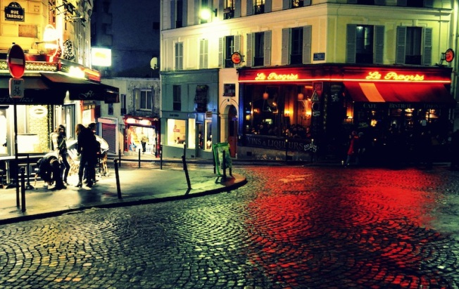 Montmartre at night. Or should I say something more interesting? Something like 'The blood of Montmartre's glowing establishments spilling forth into the darkness of its cobbled lanes'? Or is that a bit too much? Well, either way I clicked this in Paris in 2011.