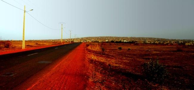 The dusroad ouside Kati, nofarfm Bamako, Mali. Clithisn 2012.